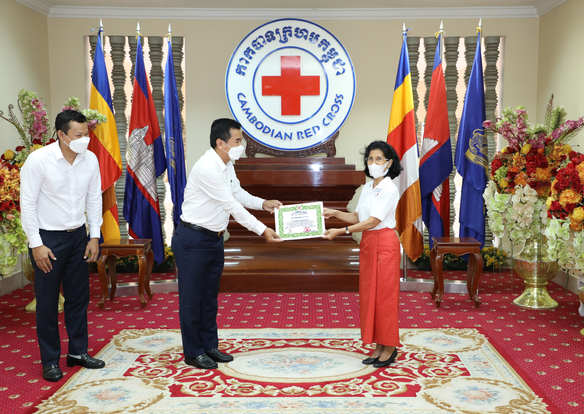 PRASAC Donates KHR 400 Million to Cambodian Red Cross on the Occasion of the 158th Anniversary of World Red Cross and Red Crescent Day